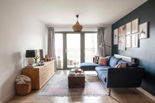 sử dụng màu xanh navy cho nội thất phòng khách